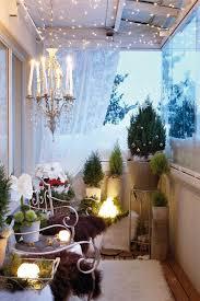 17 Cool Christmas Balcony Decor Ideas