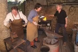 cours de forge apprendre à travailler le fer forgé les activités