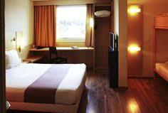 chambre d hotel pas cher salle de bain et sandard dans les chambres de l hôtel ibis