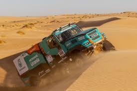 100 Rally Trucks Petronas Team De Rooy Iveco Aims To Win 2019 Dakar With Four