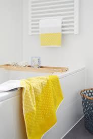 badstyling vorher nacher deko für badezimmer in rot oder gelb