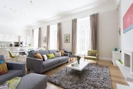 salon canapé gris design interieur salon scandinave canape gris clair tapis shaggy