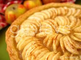 dessert a base de compote de pommes tarte aux pommes à la compote et à la cannelle la recette gustave