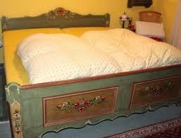 schlafzimmer im landhausstil voglauer serie anno 1800 altgrün