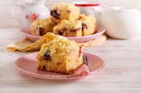 apfelkuchen mit pflaumen und streusel