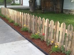 Picket Fence Although It Involves The Extra Work Of Pulling Apart Pallets First And Cutting Them Into Shape This Cute Makes A Charming
