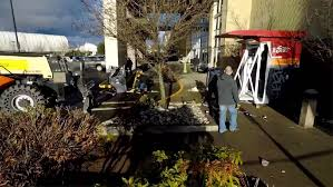 Fred Meyer Ballard Christmas Trees by Thieves Used Stolen Forklift On Ballard Atm Komo