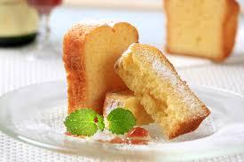eierlikörkuchen mit puderzucker zu ostern