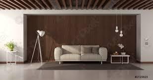 foto auf lager modernes wohnzimmer mit modernem sofa gegen holzvertäfelung