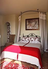 schlafzimmer in den farben rot weiss mit bild kaufen