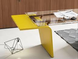 bureau jaune plateau en verre mobilier pour cafés hotels