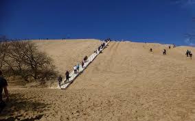 dune du pilat 33 l escalier est installé et les touristes sont
