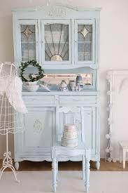 wunderschöner vintage stuhl in himmelblau für shabby