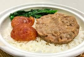 cuisine asiatique vapeur nourriture asiatique porc haché cuit à la vapeur avec les poissons