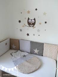chambre bébé beige gigoteuse turbulette tour de lit étoiles gris beige taupe