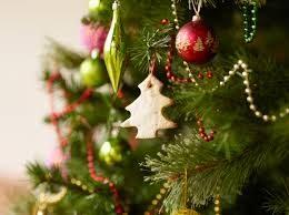 Which Christmas Tree Smells The Best Uk by Argos Are Selling A Super Cheap Six Foot Artificial Christmas Tree