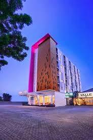 Budget Hotel Yang Berada Di Jalan Diponegoro Siranda No 22 Candi Favehotel Semarang Ini Terdiri Dari 108 Kamar Bertipe Standard Dan Suite