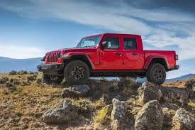 2020 Jeep Gladiator Pickup Truck Can Tow Up To 7,650-Pounds In 30 ...