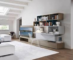 livarea on unsichtbarer schreibtisch im wohnzimmer