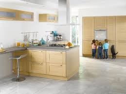 cuisine meuble bois création d une cuisine sur mesure avec un espace central favorisant