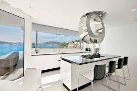 prix cuisine haut de gamme cuisine haut de gamme design en blanc laqué et hotte métallique
