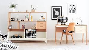 dans un bureau un bureau déco meubles idées astuces conseils côté maison