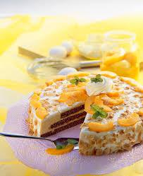 pfirsich sahne torte mit mandelblättchen bilder kaufen