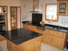 table de travail cuisine cuisine avec plan de travail en granit renovation lzzy co