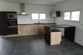 cuisine bois plan de travail noir réalisations cuisine ton bois clair et plan de travail noir de
