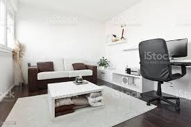 moderne wohnzimmer mit computer schreibtisch stockfoto und mehr bilder architektur