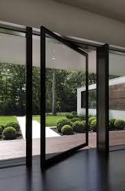 moderne glastüren mit drehachse sorgen für mehr tageslicht