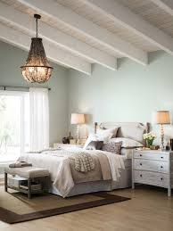 10 Ways To Use Pale Blue For An Airy And Elegant Effect