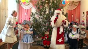Christmas Tree Books For Kindergarten by Beautiful Woman With A Child Decorate The Christmas Tree Accepts
