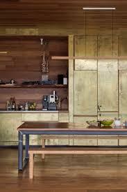 univers de la cuisine du laiton dans la cuisine bling ou mat