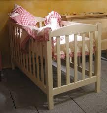 chambre bebe bois massif magasin de lits bébé et enfant à avignon couleurs bois