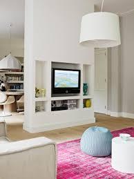 ess und wohnraum mit weißem raumteiler bild kaufen