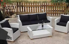 White Pallet Patio Cushions Sofa Table Looks Elegant
