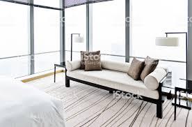 modernes schlafzimmer mit sofa und bett stockfoto und mehr bilder architektur