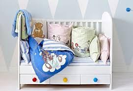 chambres b b ikea ikea chambre bébé enfant lit évolutif linge de lit coussins