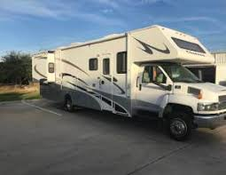 2007 Four Winds Chateau Huge RV Sleeps Up To 8