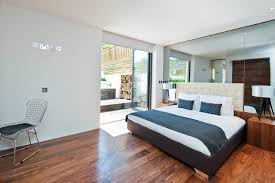 View In Gallery Modern Bedroom With A Mirrored Wall