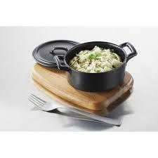 cuisine en cocotte cocotte ovale 45cl cuisine revol plat en porcelaine