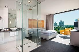 modernes tolles hotel in mäßiger lage dusche im zimmer aus