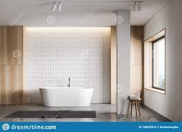 badezimmer aus weißem fliesenboden und holz mit badewanne