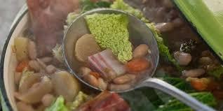 potee de chou vert cocotte de potée au chou vert facile et pas cher recette sur