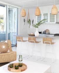 Kitchen Island Ls 25 Inspiring Coastal Kitchen Decor Ideas Shelterness