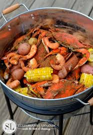 Pinterest Crawfish Boil Decorations by Best 25 Crab Feast Ideas On Pinterest Seafood Boil Party Ideas