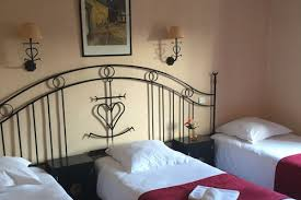 hostellerie de la source in arles hotels