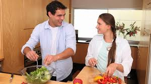 couples amour cuisine faire la cuisine hd stock 595 133 508 framepool
