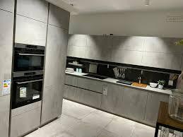neue große küche in beton optik zu verkaufen